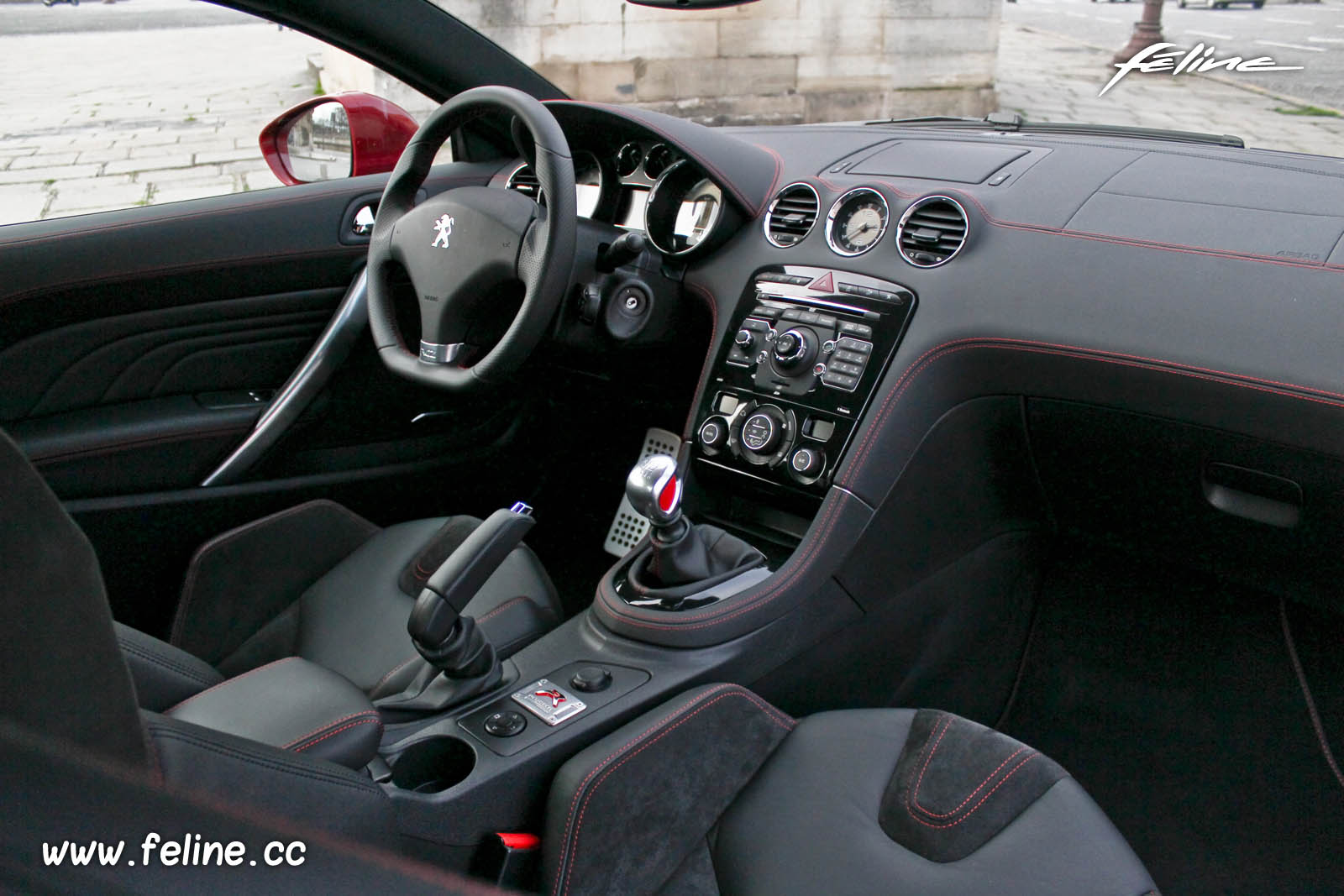 essai de la peugeot rcz r french driver. Black Bedroom Furniture Sets. Home Design Ideas