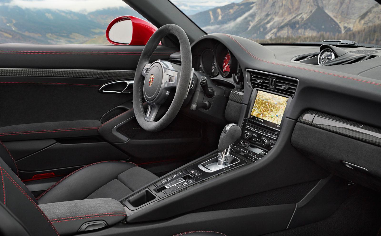 Porsche 911 targa 4 gts rendez vous en terre inconnue for Interieur 911
