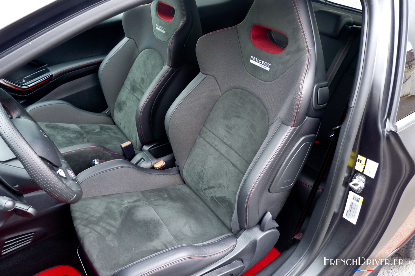 essai de la peugeot 208 gti 30th l 39 exemple suivre. Black Bedroom Furniture Sets. Home Design Ideas