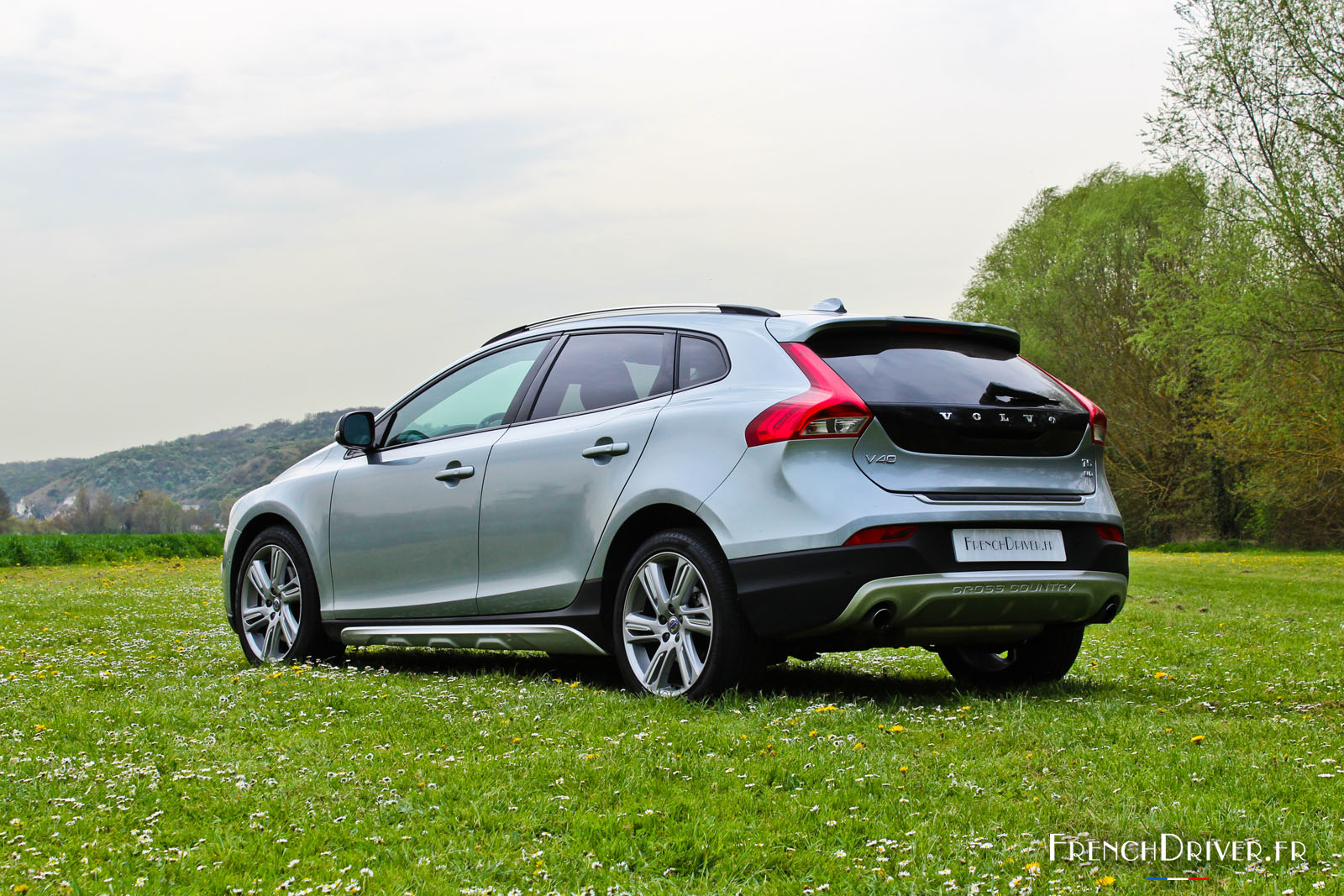 essai de la volvo v40 cross country t5 awd french driver