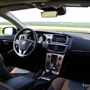 https://www.frenchdriver.fr/media/upload/2015/04/essai-volvo-v40-crosscountry-2015-frenchdriver-1-025-300x300.jpg