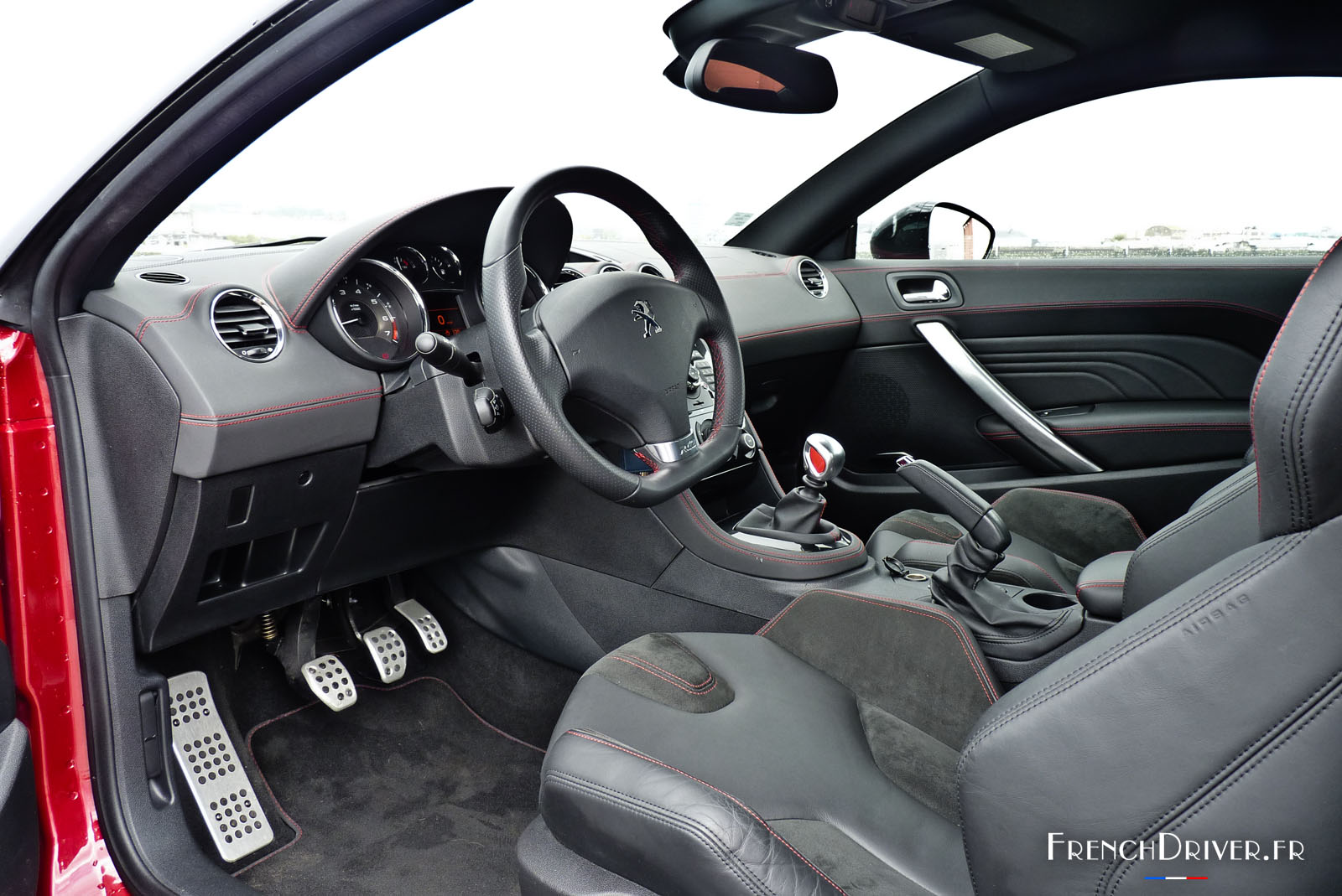 essai de la peugeot rcz r pour demain l 39 avenir french driver. Black Bedroom Furniture Sets. Home Design Ideas