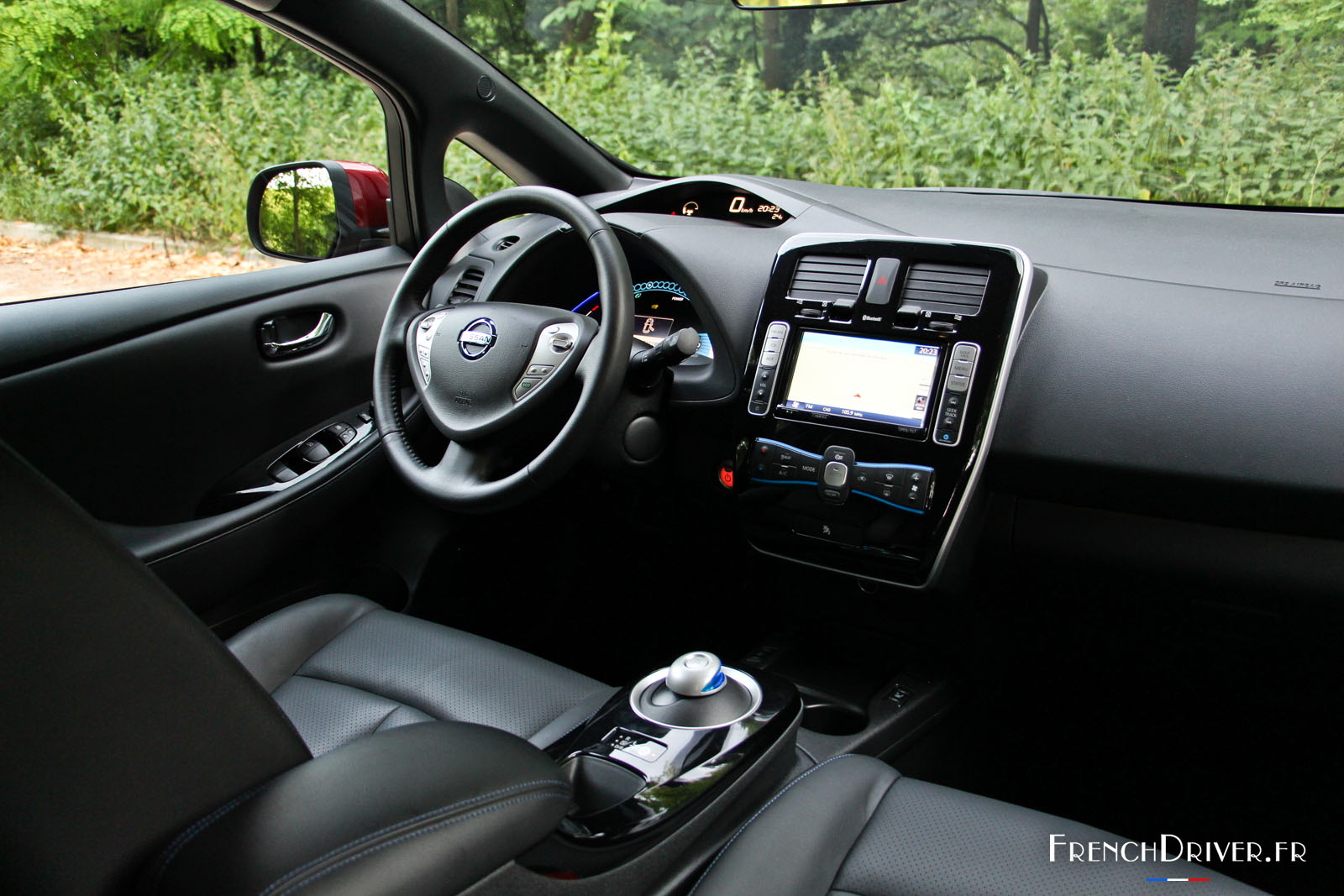 Essai de la nissan leaf un temps d 39 avance french driver for Interieur french