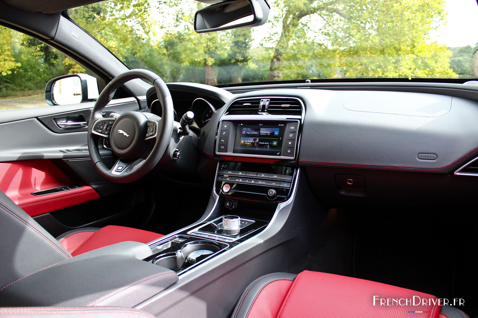 Essai de la jaguar xe r sport 200 ch dynamisme f lin for Interieur jaguar