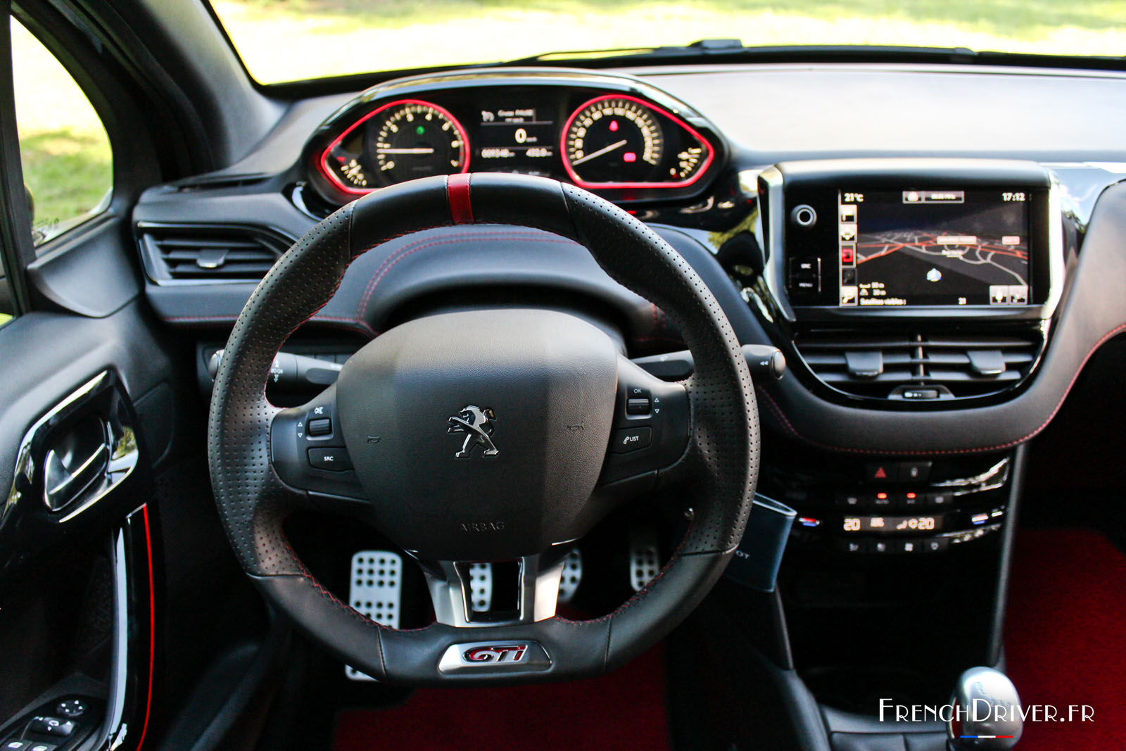 essai de la peugeot 208 gti by peugeot sport la lionne. Black Bedroom Furniture Sets. Home Design Ideas