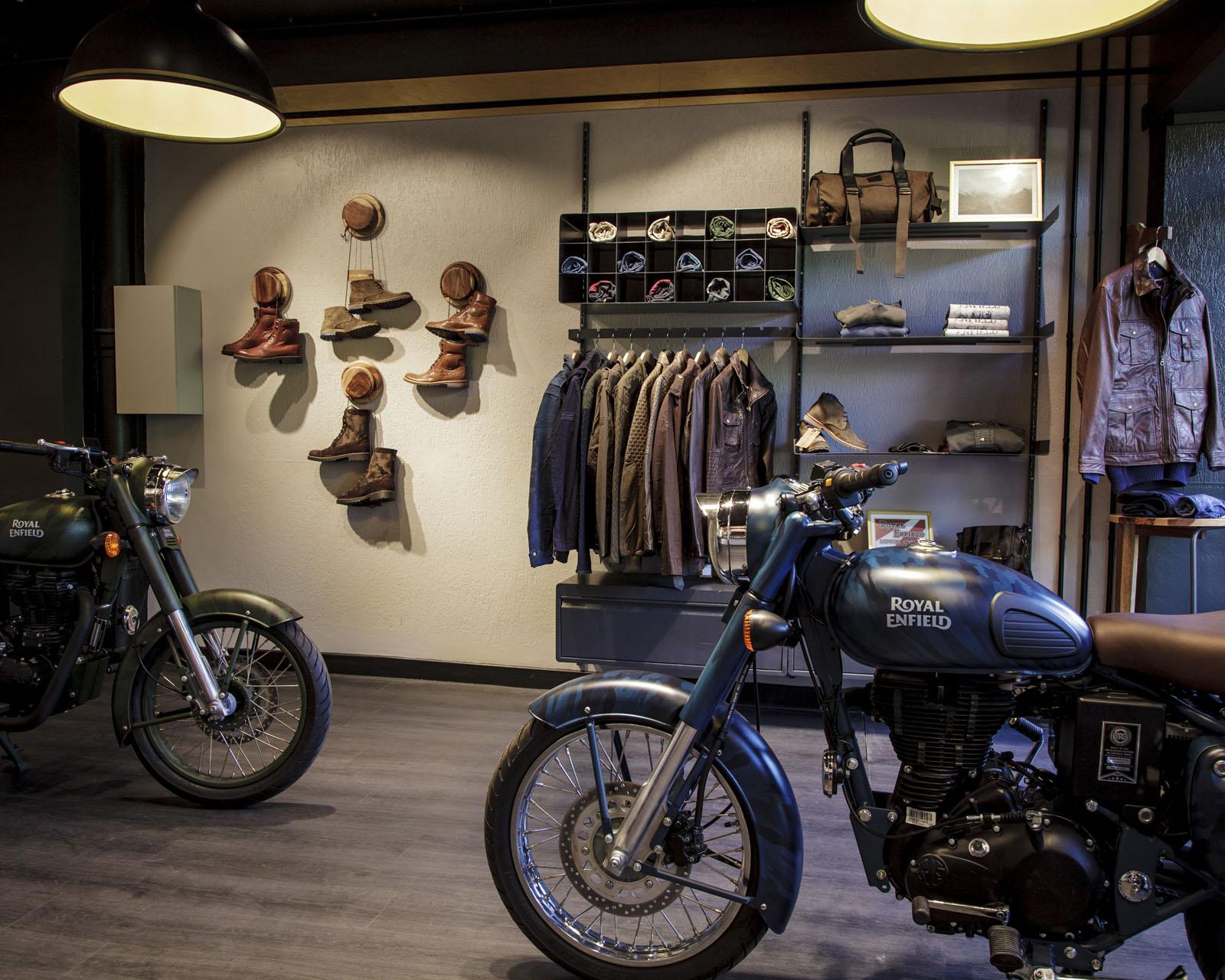 moto vintage royal enfield inaugure sa nouvelle boutique pr s de paris french driver. Black Bedroom Furniture Sets. Home Design Ideas