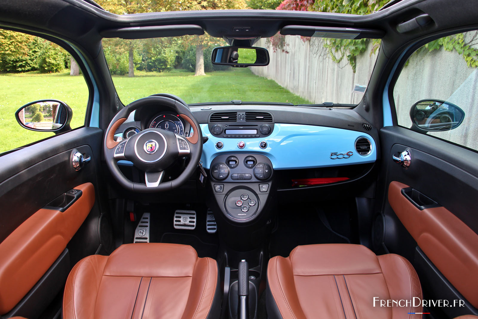 Essai de l 39 abarth 595 turismo surprenante citadine for Fiat 500 interieur