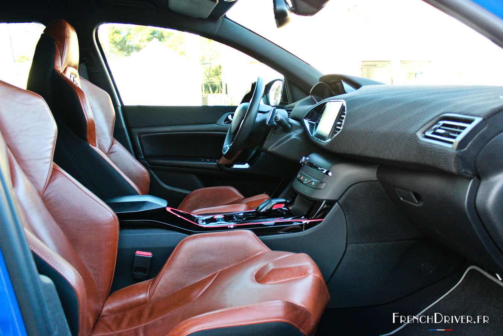 essai de la peugeot 308 r hybrid les deux prototypes mis l 39 preuve french driver. Black Bedroom Furniture Sets. Home Design Ideas