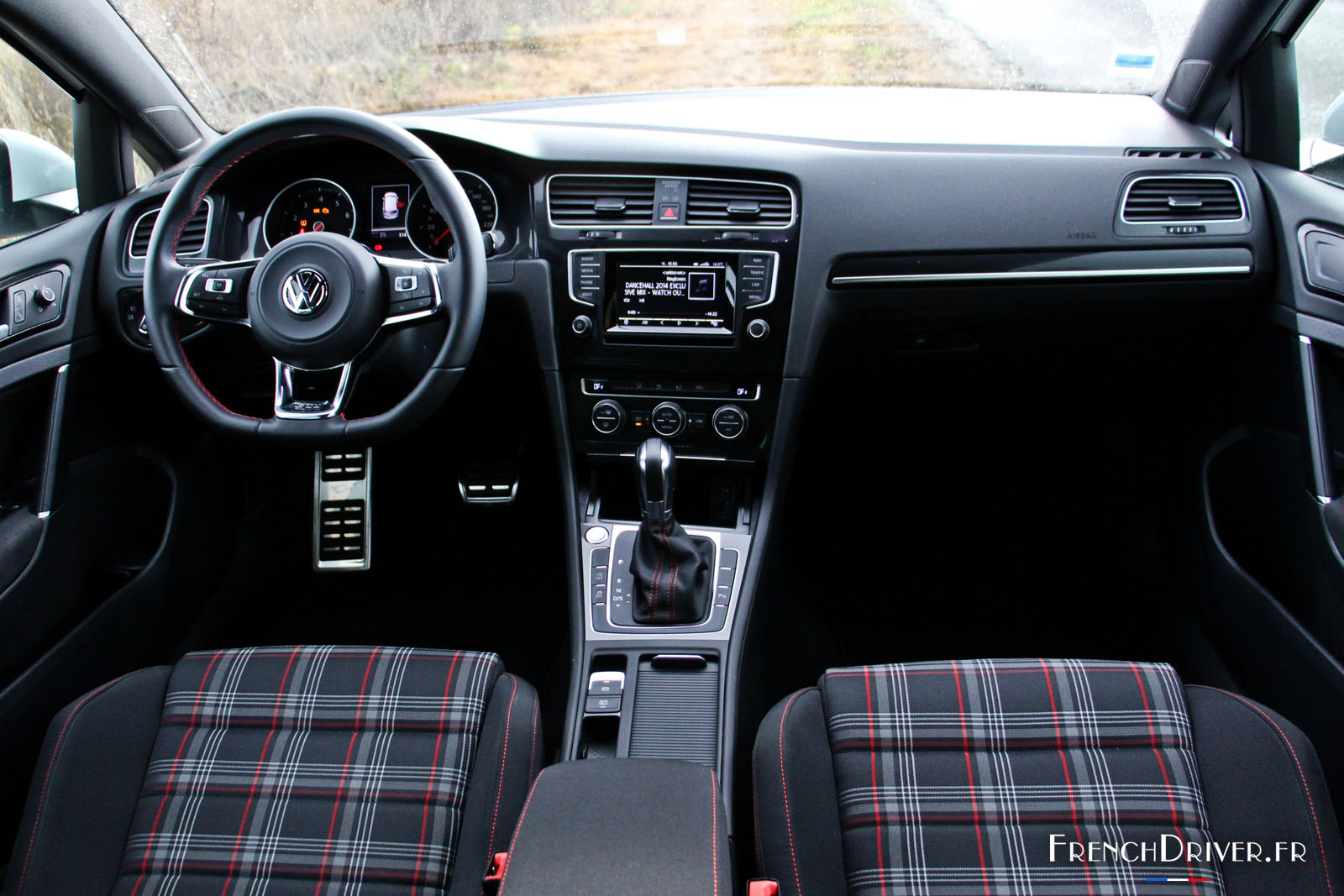 essai de la volkswagen golf gti quarante ans apr s toujours pr sente french driver. Black Bedroom Furniture Sets. Home Design Ideas
