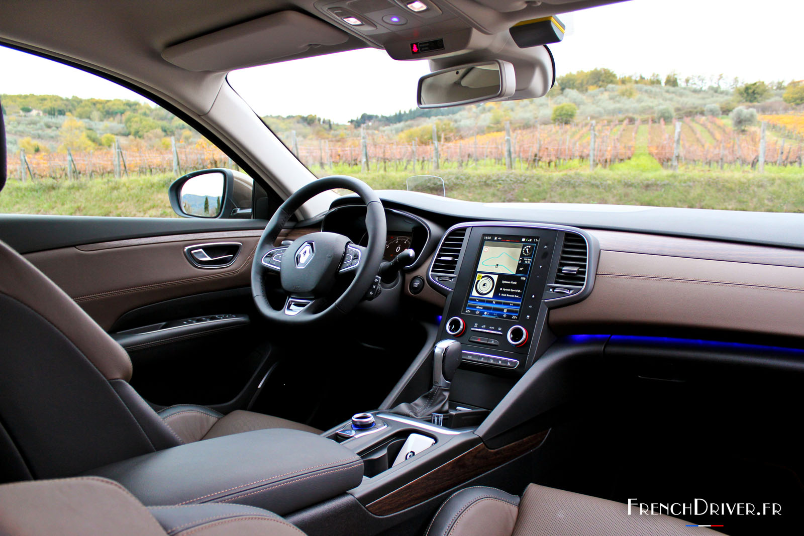 Essai de la renault talisman la berline porte bonheur for Photos interieur