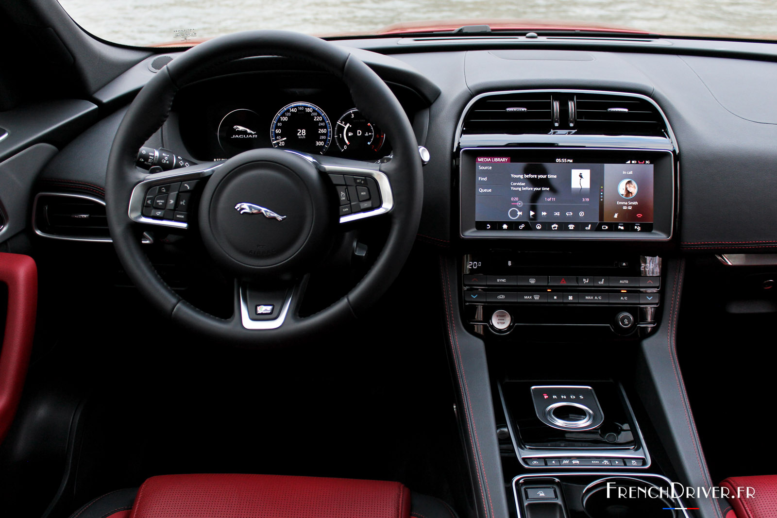 photos la jaguar f pace choisit french driver pour ses premiers pas en france french driver. Black Bedroom Furniture Sets. Home Design Ideas