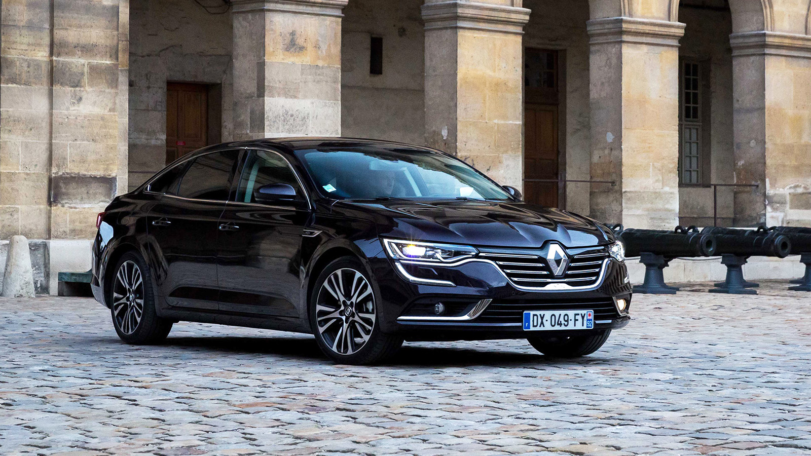 la renault talisman est la plus belle voiture de l 39 ann e 2015 french driver. Black Bedroom Furniture Sets. Home Design Ideas