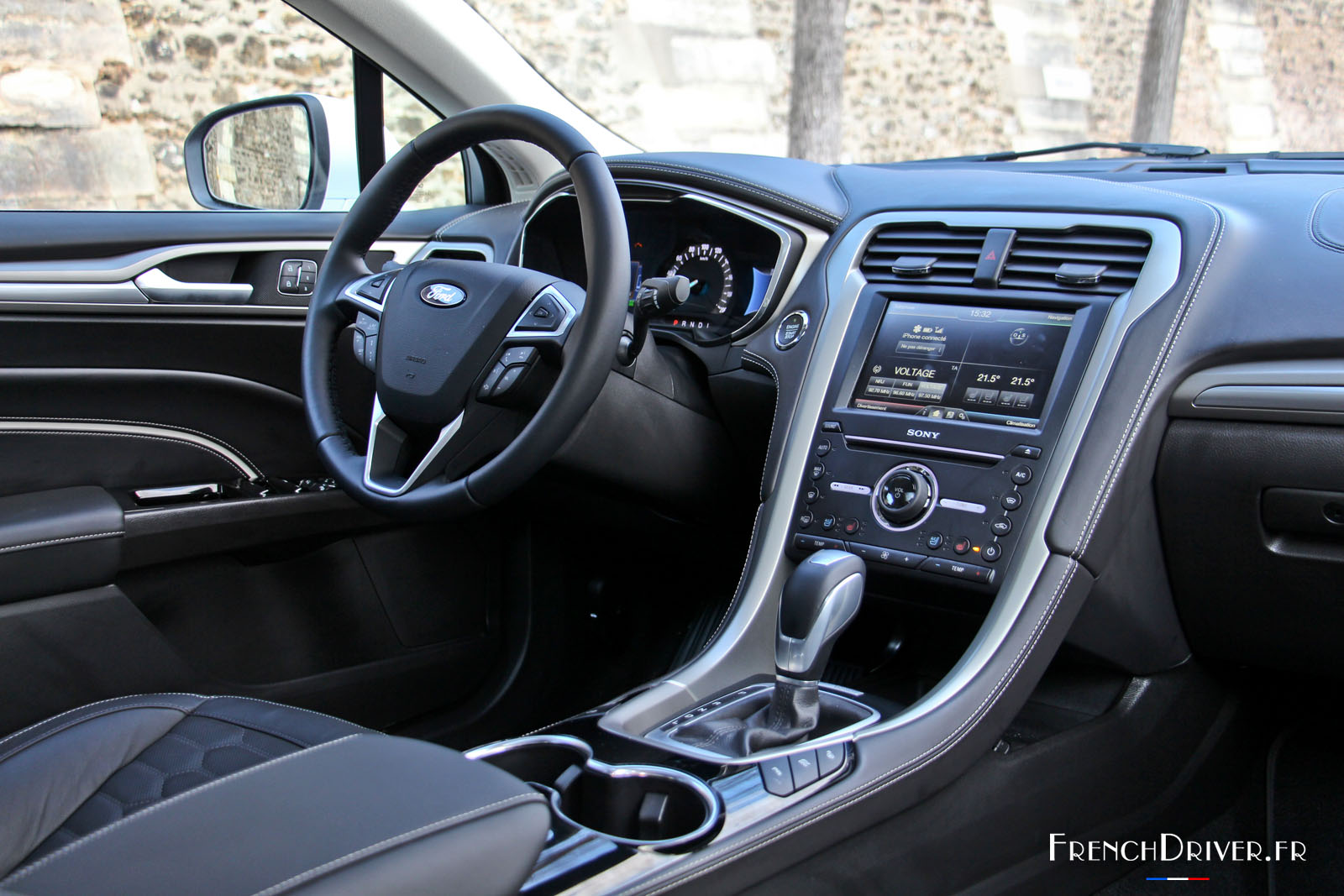 essai de la ford mondeo vignale hybrid routi re des villes french driver. Black Bedroom Furniture Sets. Home Design Ideas