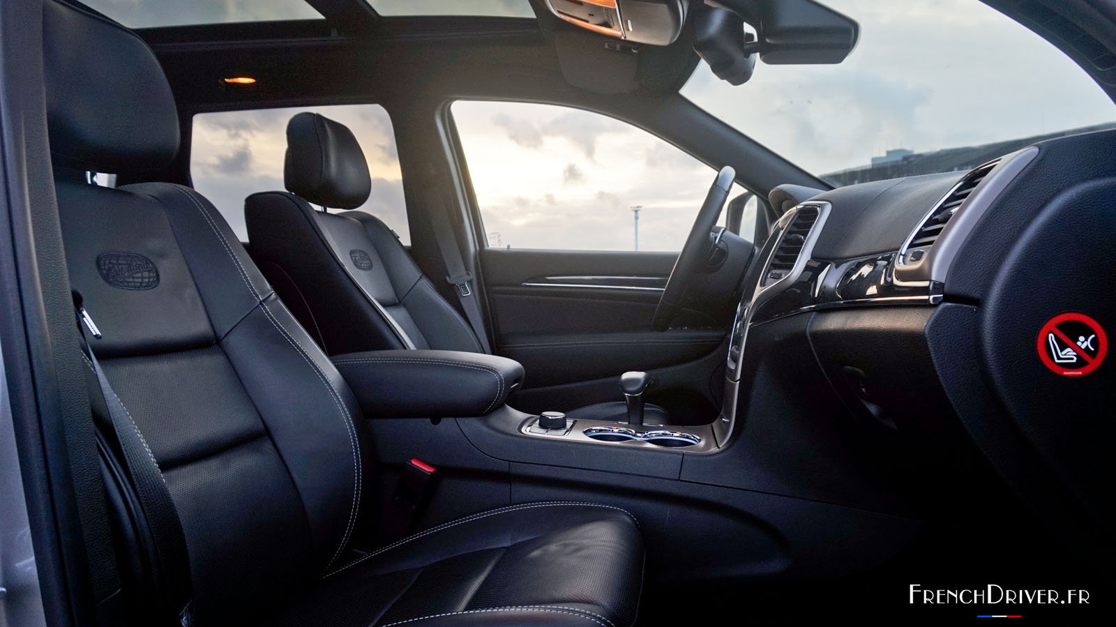 Essai du jeep grand cherokee go tez la d mesure for Interieur jeep