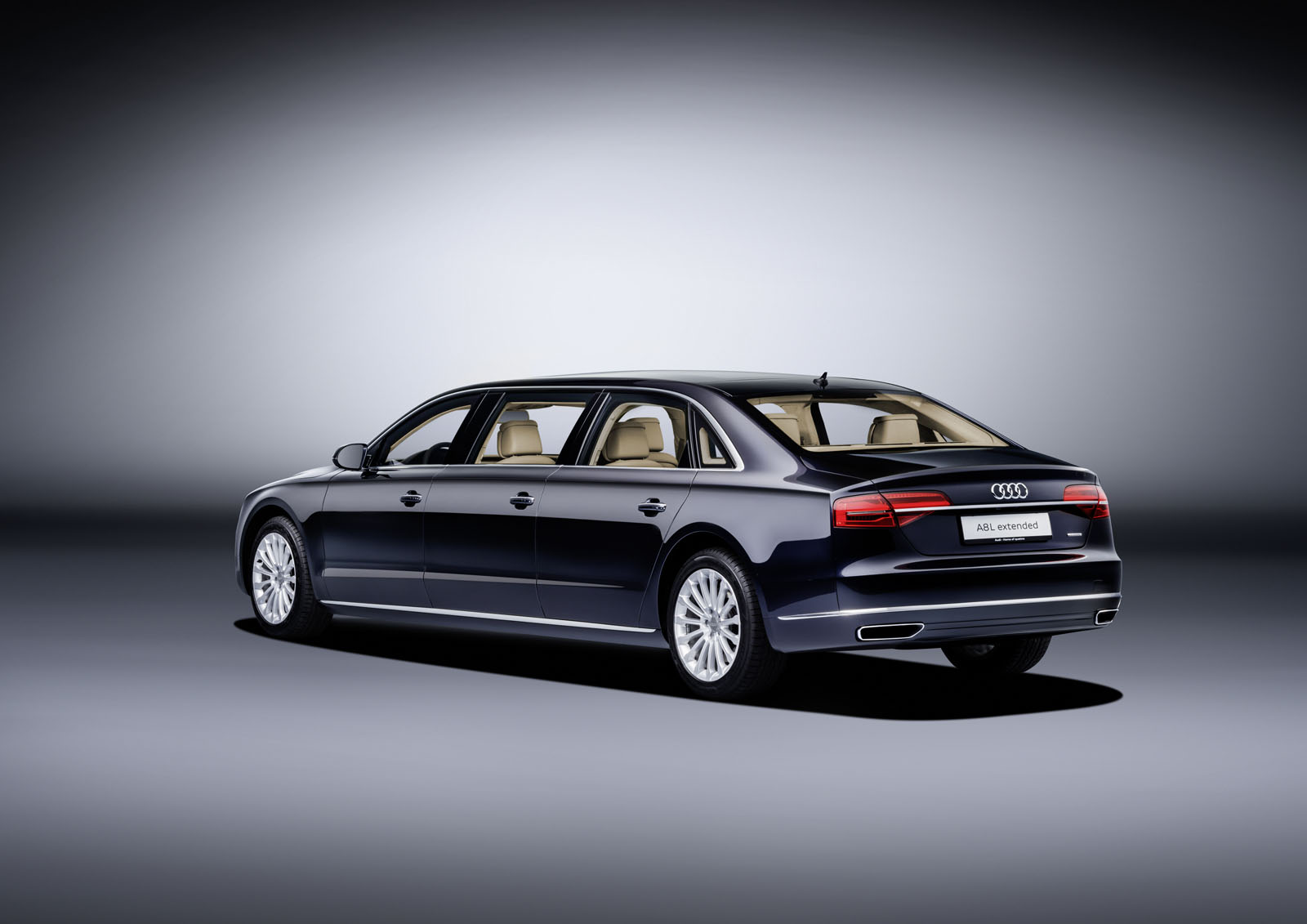 audi a8 l extended la nouvelle limousine aux anneaux. Black Bedroom Furniture Sets. Home Design Ideas