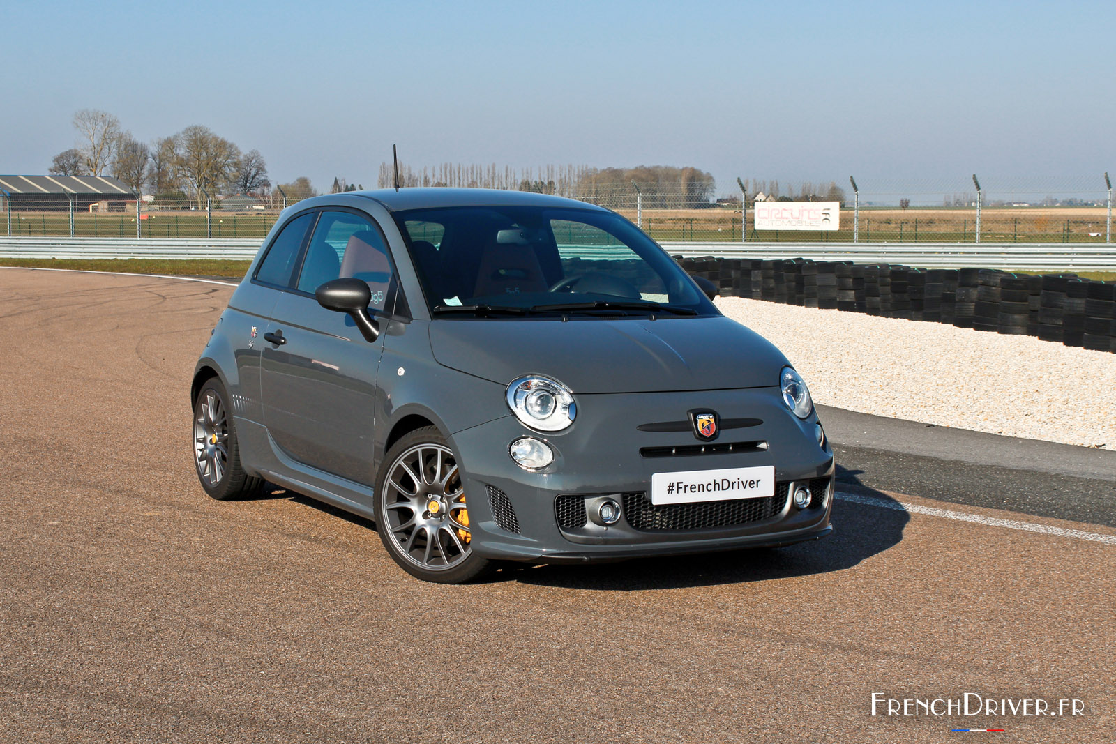 essai de l 39 abarth 595 competizione la piste comme terrain de pr dilection french driver. Black Bedroom Furniture Sets. Home Design Ideas
