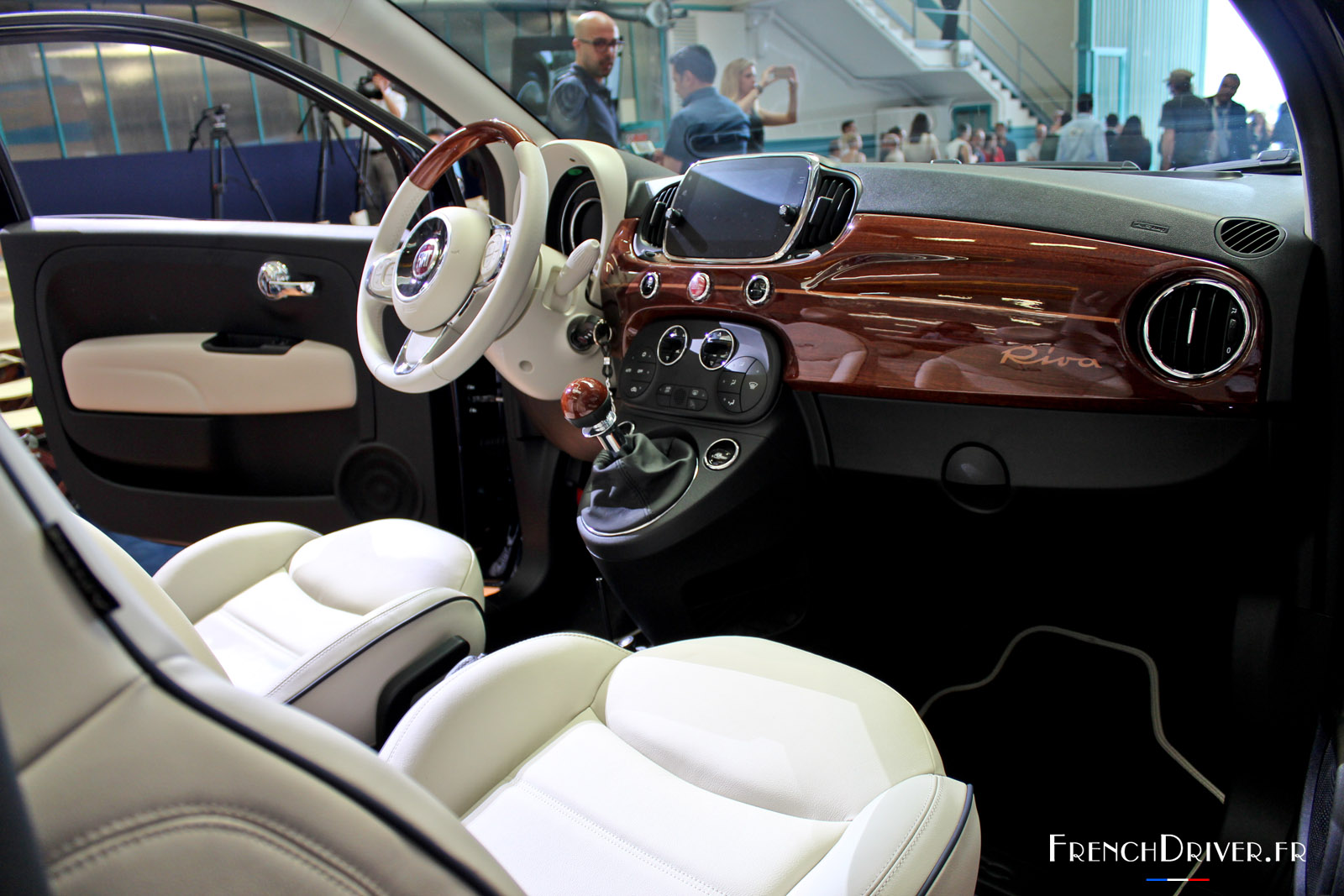 nouvelle fiat 500 riva le plus petit yacht du monde french driver. Black Bedroom Furniture Sets. Home Design Ideas