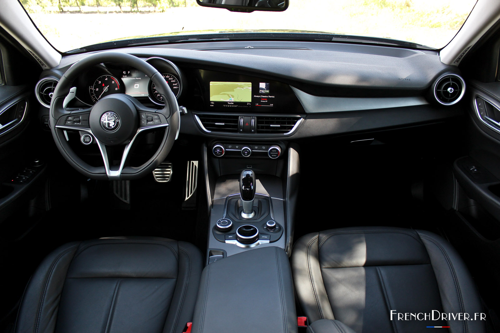 Essai de l 39 alfa romeo giulia 2016 la nouvelle berline for Photo interieur