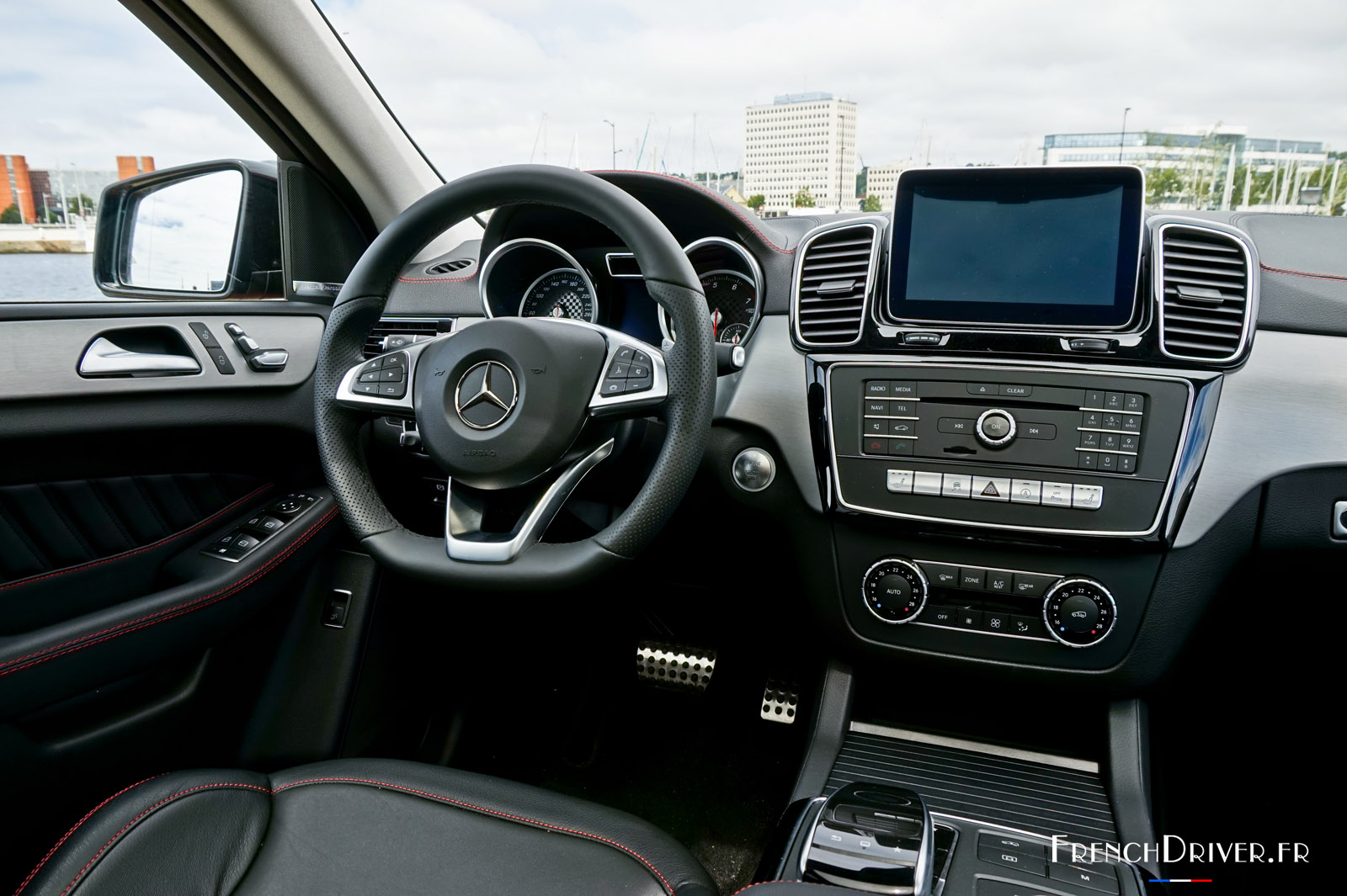 Essai mercedes amg gle 43 coup l 39 illusion de la for Interieur paupiere inferieure rouge