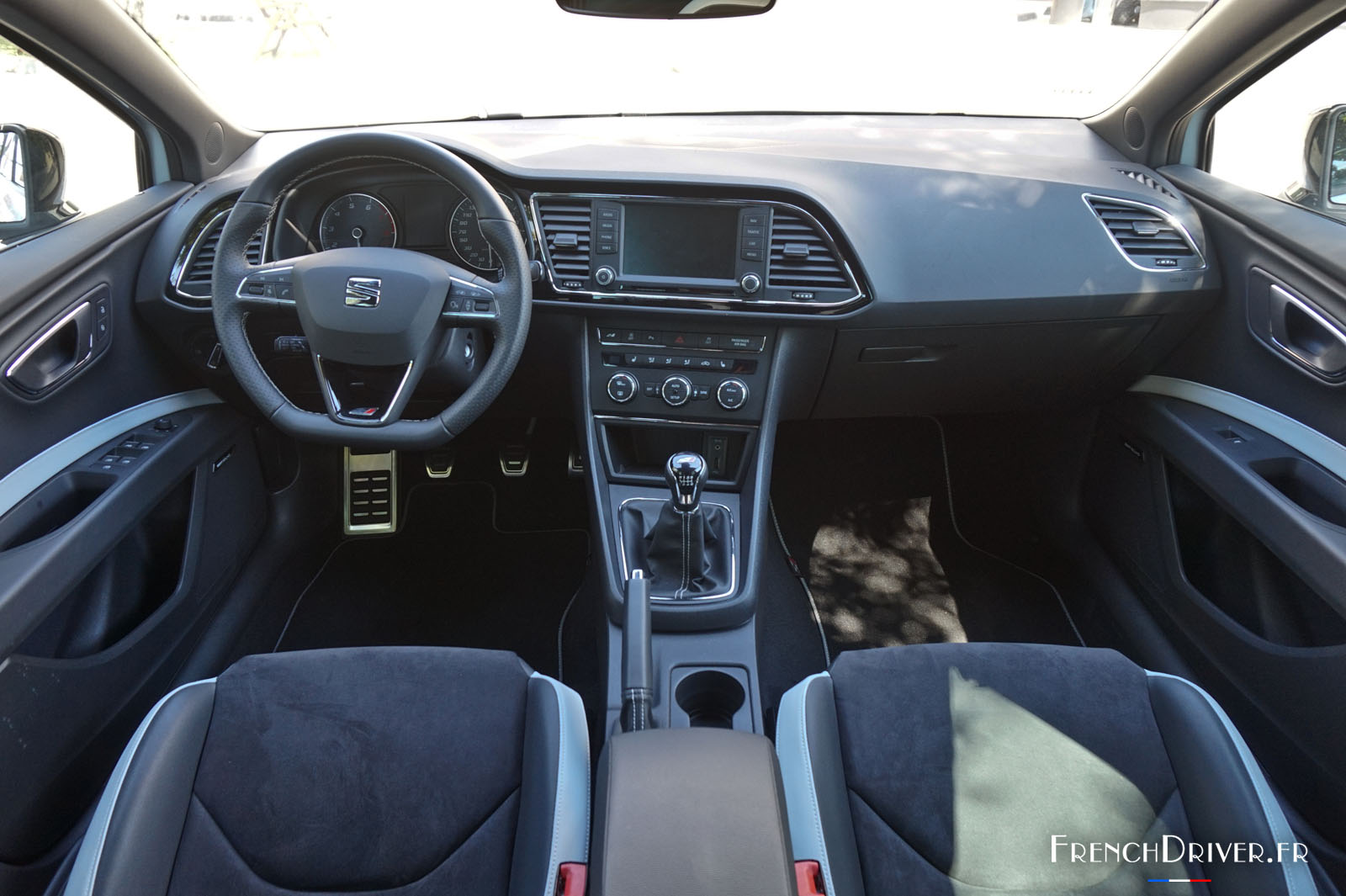 essai seat leon sc cupra 290 une audacieuse espagnole french driver. Black Bedroom Furniture Sets. Home Design Ideas