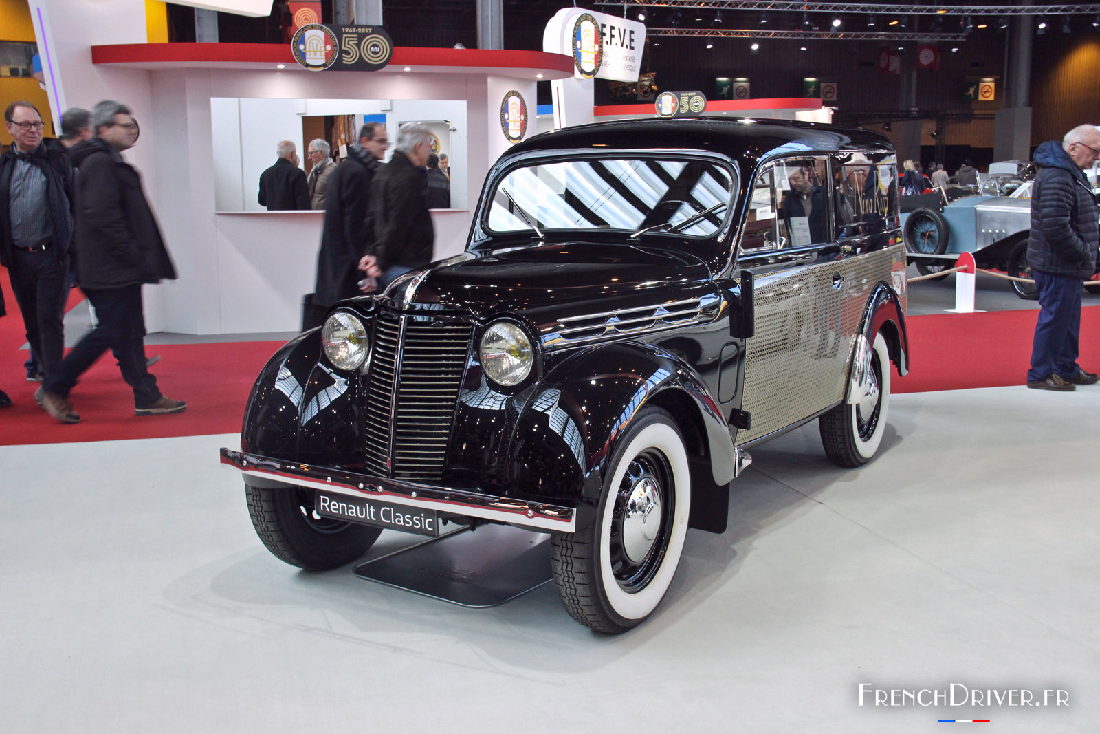 D coration salon retromobile paris 98 nimes salon for Porte de versailles salon 2015