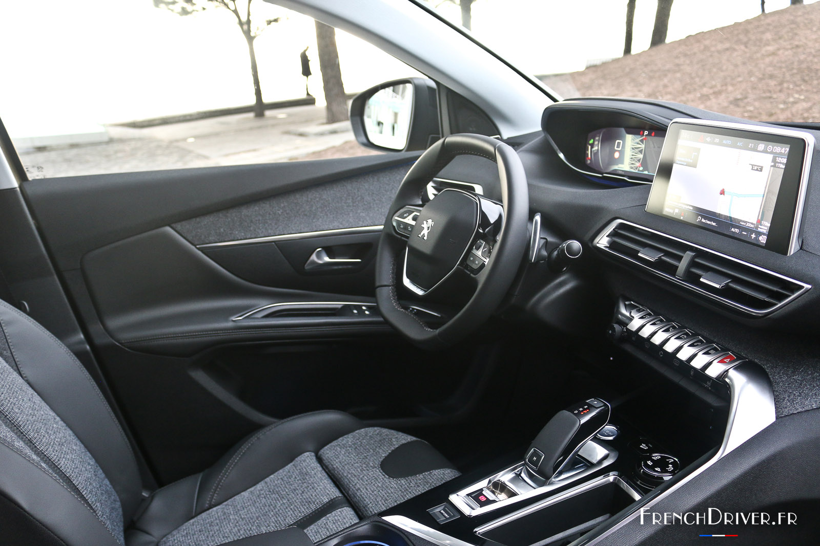 Essai peugeot 5008 ii qui m 39 aime me suv french driver for Photos interieur