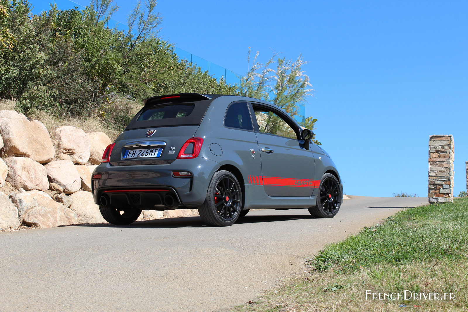 essai abarth 695 xsr yamaha la sportivit en dition. Black Bedroom Furniture Sets. Home Design Ideas