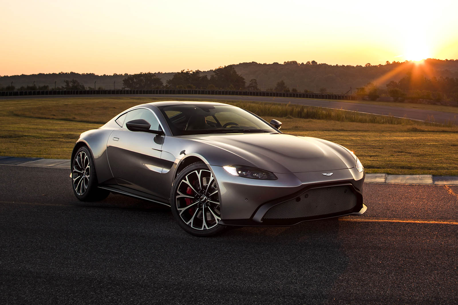 la nouvelle aston martin vantage se r v le enfin french driver. Black Bedroom Furniture Sets. Home Design Ideas