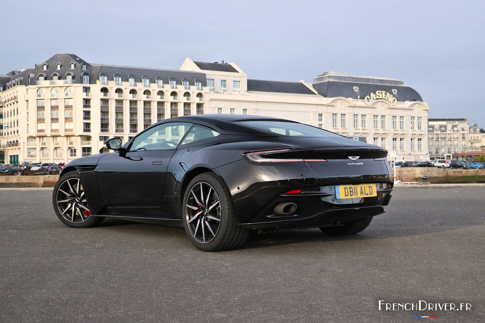 essai aston martin db11 v8 la gt dans toute sa splendeur french driver. Black Bedroom Furniture Sets. Home Design Ideas