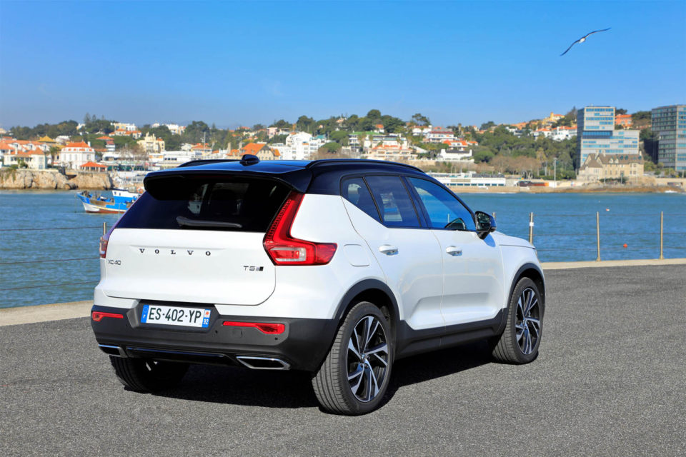 le nouveau volvo xc40 a t lu voiture de l 39 ann e 2018 french driver. Black Bedroom Furniture Sets. Home Design Ideas