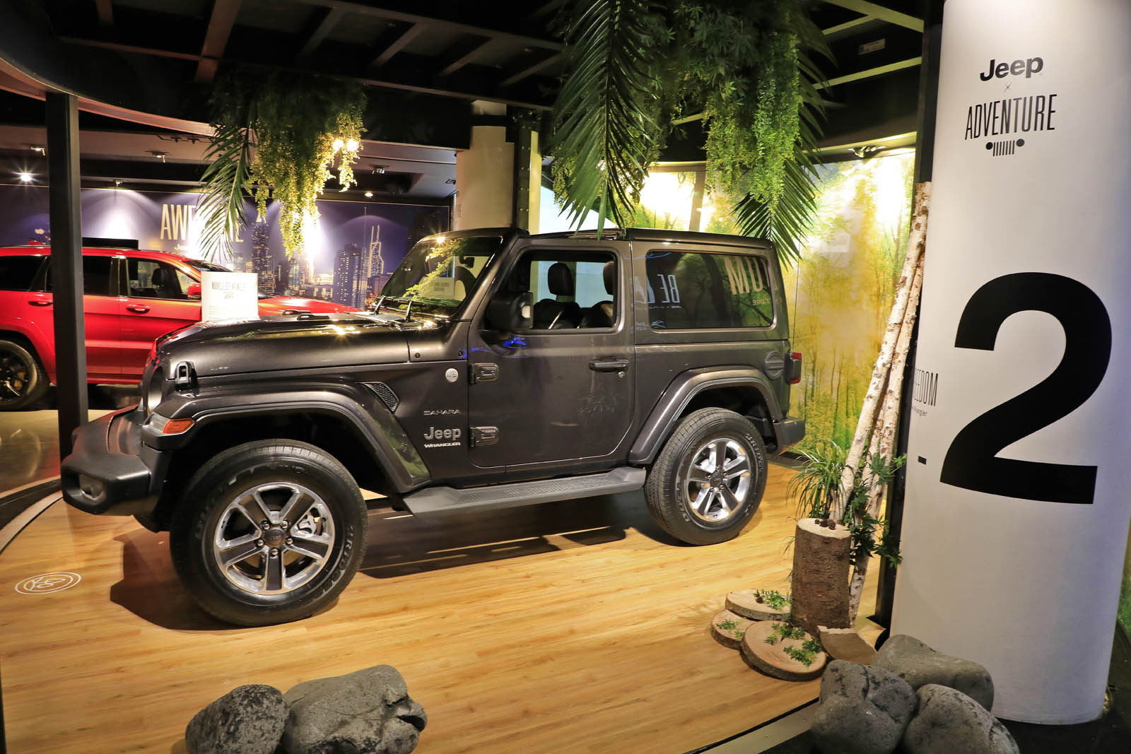 motorvillage pr sente les nouveaut s jeep sur les champs lys es paris french driver. Black Bedroom Furniture Sets. Home Design Ideas
