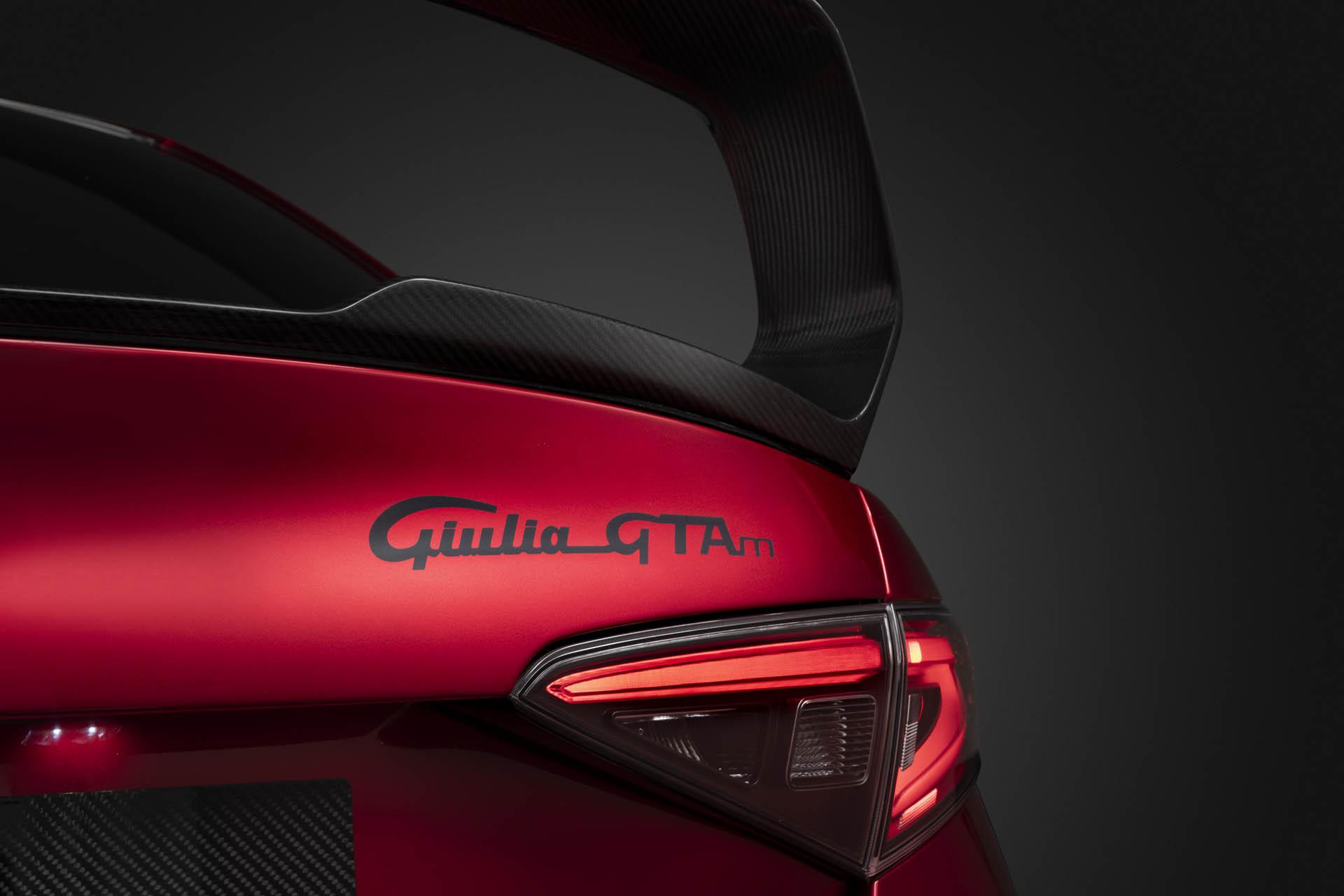 Alfa Romeo Giulia GTA & GTAm : l'anticonformiste - French ...